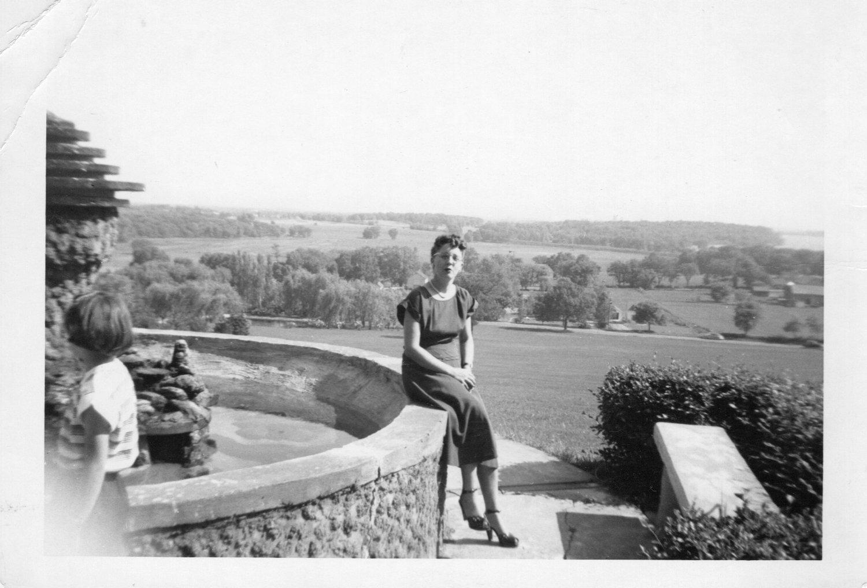 LVHSanWomanSeatedonFountain1949-1950