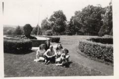LVHSanFountainHedgewGroupPeople1949-1950
